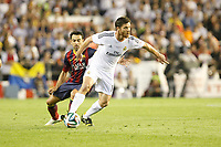 Real Madrid´s Xabi Alonso (R) and F.C. Barcelona´s Xavi Hernandez during the Spanish Copa del Rey `King´s Cup´ final soccer match between Real Madrid and F.C. Barcelona at Mestalla stadium, in Valencia, Spain. April 16, 2014. (ALTERPHOTOS/Victor Blanco)