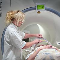 Nederland, Alkmaar , 7 oktober 2009. .Het Medisch Centrum Alkmaar (MCA) neemt vanaf september als eerste ziekenhuis in Noord-Holland 24 uur per dag patiënten op die een TIA hebben gehad..Bij een TIA (Transient Ischaemic Attack) krijgt een deel van de hersenen tijdelijk te weinig bloed, waardoor sommige hersencellen een moment minder goed of helemaal niet werken..Volgens MCA-neuroloog Majid Aramideh is het heel belangrijk dat patiënten direct de huisarts bellen wanneer zich uitvalsverschijnselen voordoen...24 hours a day the Medical Center Alkmaar (MCA) is the first hospital is taking in  patients who have had a TIA.