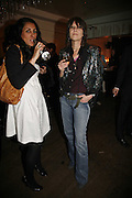 Serena Rees and Chrissie Hynde, Becks Futures art prize, Institute of Contemporary arts. London. 2 May 2006. ONE TIME USE ONLY - DO NOT ARCHIVE  © Copyright Photograph by Dafydd Jones 66 Stockwell Park Rd. London SW9 0DA Tel 020 7733 0108 www.dafjones.com