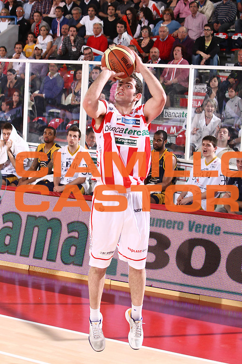 DESCRIZIONE : Teramo Lega A 2010-11 Banca Tercas Teramo Fabi Shoes Montegranaro<br /> GIOCATORE : Antonello Ricci<br /> SQUADRA : Banca Tercas Teramo <br /> EVENTO : Campionato Lega A 2010-2011<br /> GARA : Banca Tercas Teramo Fabi Shoes Montegranaro<br /> DATA : 23/04/2011<br /> CATEGORIA : tiro<br /> SPORT : Pallacanestro<br /> AUTORE : Agenzia Ciamillo-Castoria/M.Carrelli<br /> Galleria : Lega Basket A 2010-2011<br /> Fotonotizia : Teramo Lega A 2010-11 Banca Tercas Teramo Fabi Shoes Montegranaro<br /> Predefinita :