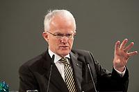 11 JAN 2010, KOELN/GERMANY:<br /> Dr. Juergen Ruettgers, CDU, Ministerpraesident Nordrhein-Westfalen, dbb Jahrestagung &quot;Europa nach Lissabon - Fit fuer die Zukunft?&quot;, Messe Koeln<br /> IMAGE: 20100111-01-098<br /> KEYWORDS: J&uuml;rgen R&uuml;ttgers