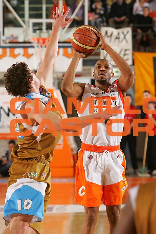DESCRIZIONE : Udine Lega A1 2006-07 Snaidero Udine Tisettanta Cantu <br /> GIOCATORE : Allen <br /> SQUADRA : Snaidero Udine <br /> EVENTO : Campionato Lega A1 2006-2007 <br /> GARA : Snaidero Udine Tisettanta Cantu <br /> DATA : 04/03/2007 <br /> CATEGORIA : Tiro <br /> SPORT : Pallacanestro <br /> AUTORE : Agenzia Ciamillo-Castoria/S.Silvestri