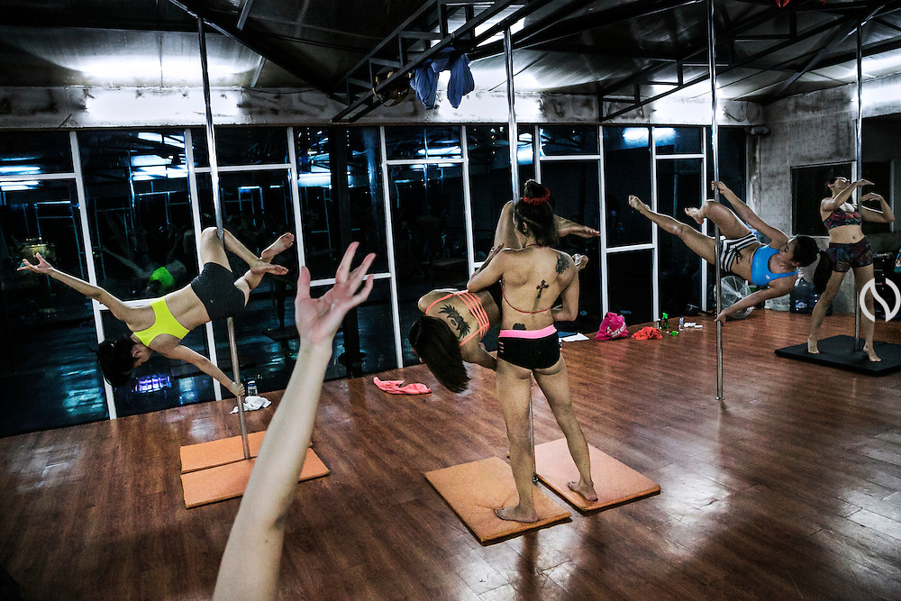 JAKARTA - INDONESIA; THURSDAY, SEPTEMBER 25, 2014; INDONESIA ECONOMIC RISING:  Middle class women join a pole dance class at Pole Dance Studio in Kemang, Jakarta, Indonesia, Thursday, September 25, 2014.