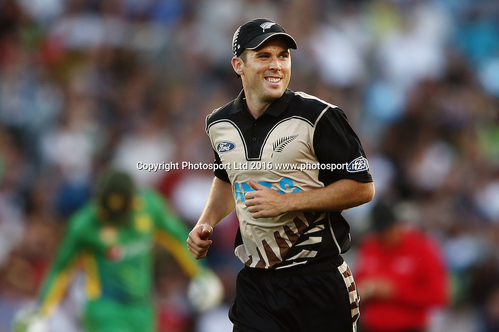 Todd Astle of New Zealand reacts. ANZ International Series, Twenty-20 Match between New Zealand Back Caps and Pakistan at Eden Park in Auckland, New Zealand. 15 January 2016. Photo: Anthony Au-Yeung / www.photosport.nz