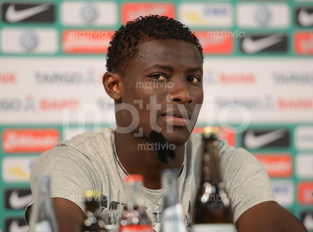 FUSSBALL   1. BUNDESLIGA   SAISON 2012/2013  Werder praesentiert Neuzugang Joseph Akpala am 27.08.2012 Neuzugang Joseph Akpala
