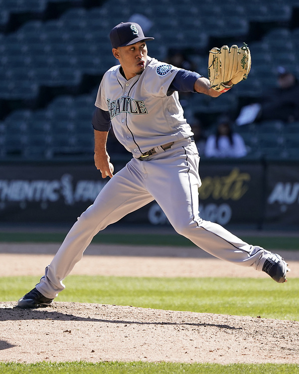 CHICAGO - APRIL 25:  Edwin Diaz #39 of the Seattle Mariners pitches against the Chicago White Sox on April 25, 2018 at Guaranteed Rate Field in Chicago, Illinois.  (Photo by Ron Vesely)   Subject:   Edwin Diaz