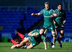 Alex Lewington of London Irish is tackled by Sam Lewis of Worcester Warriors - Mandatory by-line: Robbie Stephenson/JMP - 25/02/2018 - RUGBY - Madejski Stadium - Reading, England - London Irish v Worcester Warriors  - Aviva Premiership