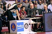 DESCRIZIONE : Venezia Lega A 2014-2015 Umana Venezia Banco di Sardegna Sassari<br /> GIOCATORE : arbitro<br /> CATEGORIA : arbitro fairplay<br /> SQUADRA : arbitro<br /> EVENTO : Campionato Lega A 2014-2015<br /> GARA : Umana Venezia Banco di Sardegna Sassari<br /> DATA : 04/01/2015<br /> SPORT : Pallacanestro<br /> AUTORE : Agenzia Ciamillo-Castoria/Max.Ceretti<br /> GALLERIA : Lega Basket A 2014-2015<br /> FOTONOTIZIA : Venezia Lega A 2014-2015 Umana Venezia Banco di Sardegna Sassari<br /> PREDEFINITA :