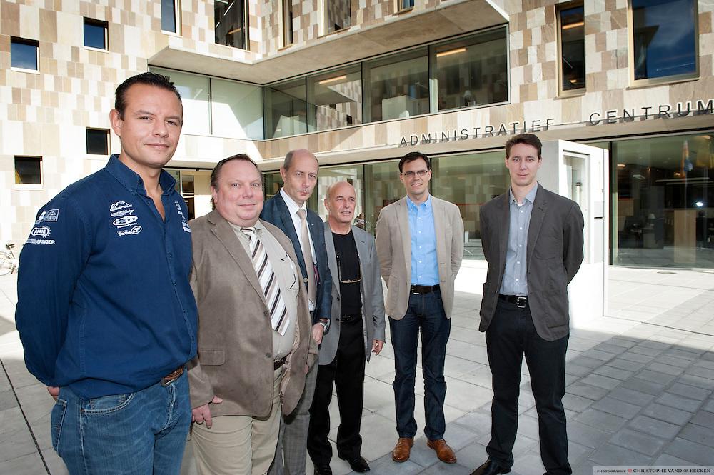 vlnr.: Bouboutiefsti Stefan, Maurice Pirot, Patrick Delbaere, Georges Coecke, Hannes van Lijsebeth, Koen Rowies