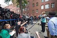 10 SEP 2015, BERLIN/GERMANY:<br /> Angela Merkel (R), CDU, Bundeskanzlerin, gibt Journalisten ein kurzes Statement auf dem Schulhof, nach dem Besuch einer Willkommensklasse der Ferdinant-Freiligath-Schule in Kreuzberg<br /> IMAGE: 20151010-01-004<br /> KEYWORDS: Kamera, Camera, Mikorfon, microphone