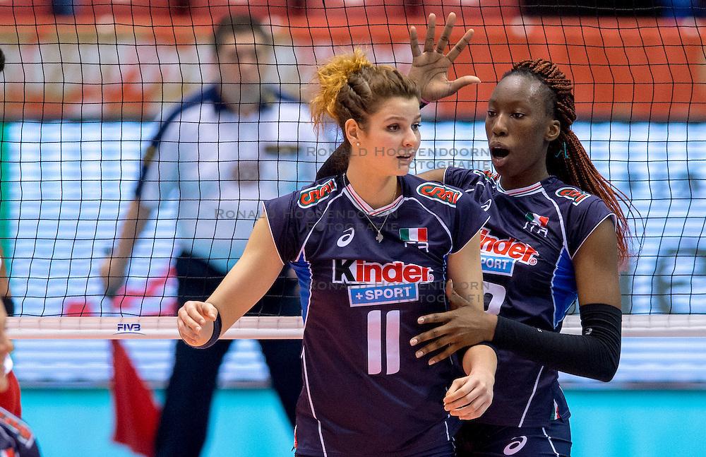 18-05-2016 JAP: OKT Peru - Italie, Tokio<br /> Italië verslaat Peru met 3-0 / Cristina Chirichella #11 of Italie, Paola Ogechi Egonu #18 of Italie