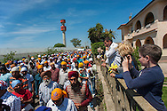 Lavinio (Roma), 04/07/2010: La comunità Indiana Sikh originaria del Punjab in processione dopo la preghiera della domenica nel tempio Gurdwaea Gobind Sar Sahib - The Indian Sikh community native of Punjab procession after praying in the temple on Sunday Gurdwaea Sar Gobind Sahib. ©Andrea Sabbadini