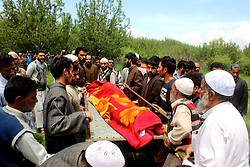 May 10, 2017 - Kulgam, Jammu & Kashmir, India - Kashmiri villagers carry the body of slain army officer Umer Fayaz Parry at Sudsoona Yaripora  in Kulgam district. (Credit Image: © Muneeb Ul Islam/Pacific Press via ZUMA Wire)