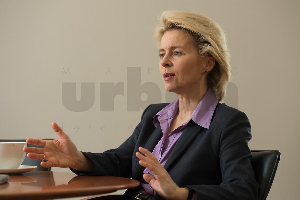 21 MAR 2014, BERLIN/DEUTSCHLAND:<br /> Ursula von der Leyen, CDU, Bundesministerin der Verteidigung, waehrend einem Interview, in ihrem Buero, Bundesministerium der Verteidigung<br /> IMAGE: 20140321-01-029<br /> KEYWORDS: Büro