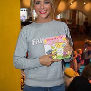 NLD/Amsterdam/20150908- Chantal Janzen leest voor uit speciale uitgave van Woezel & Pip, Chantal Janzen en de speciale uitgave van het verhaal Circus Woepi, uit de voorleesbundel 'Samen Spelen!'