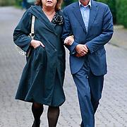 NLD/Blaricum/20110607 - Uitvaart Willem Duys, Viola Holt en partner Peter