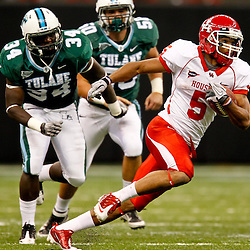 November 10, 2011; New Orleans, LA, USA; Houston Cougars running back Charles Sims (5) breaks looses past Tulane Green Wave linebacker Darryl Farley (34) for a touchdown run during the second quarter at the Mercedes-Benz Superdome.  Mandatory Credit: Derick E. Hingle-US PRESSWIRE