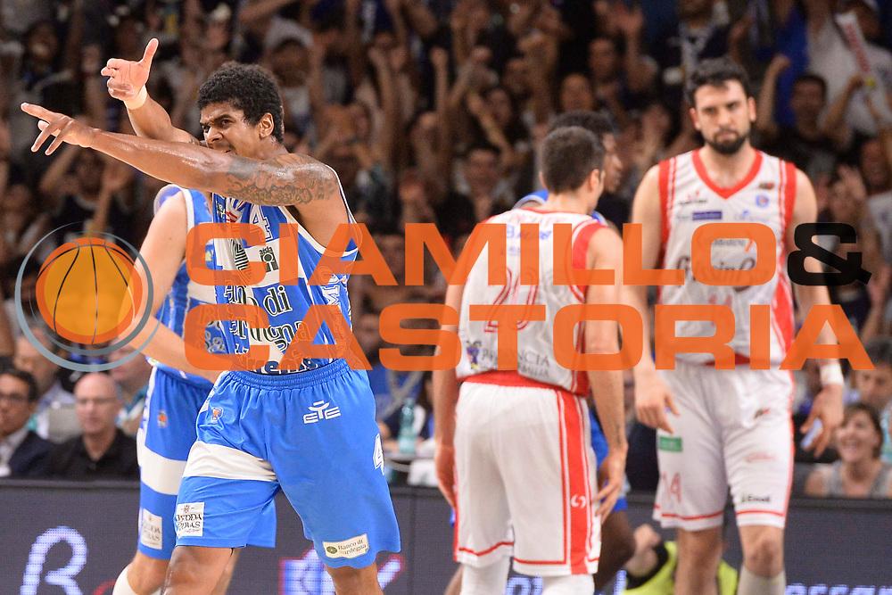 DESCRIZIONE : Sassari Lega A 2014-15 Dinamo Banco di Sardegna Sassari - Grissin Bon Reggio Emilia  Finale playoff  gara 3<br /> GIOCATORE :Sosa Edgar<br /> CATEGORIA :  Low Esultanza Mani <br /> SQUADRA : Banco di Sardegna Sassari<br /> EVENTO : LegaBasket Serie A Beko 2014/2015<br /> GARA : Dinamo Banco di Sardegna Sassari - Grissin Bon Reggio Emilia Finale playoff gara 3<br /> DATA : 18/06/2015 <br /> SPORT : Pallacanestro <br /> AUTORE : Agenzia Ciamillo-Castoria /Richard Morgano<br /> Galleria : Lega Basket A 2014-2015 Fotonotizia : Sassari Lega A 2014-15 Dinamo Banco di Sardegna Sassari - Grissin Bon Reggio Emilia playoff Semifinale gara 3<br /> Predefinita :
