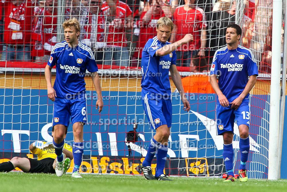 30.04.2010,  Rhein Energie Stadion, Koeln, GER, 1.FBL, FC Koeln vs Bayer 04 Leverkusen, 31. Spieltag, im Bild:  von links:  Rene Adler (Leverkusen #1), Simon Rolfes (Leverkusen #6), Sami Hyypiae (Leverkusen #4) und Michael Ballack (Leverkusen #13) entaeuscht / entäuscht nach dem 2:0 durch Milivoje Novakovic (Koeln #11)  EXPA Pictures © 2011, PhotoCredit: EXPA/ nph/  Mueller       ****** out of GER / SWE / CRO  / BEL ******