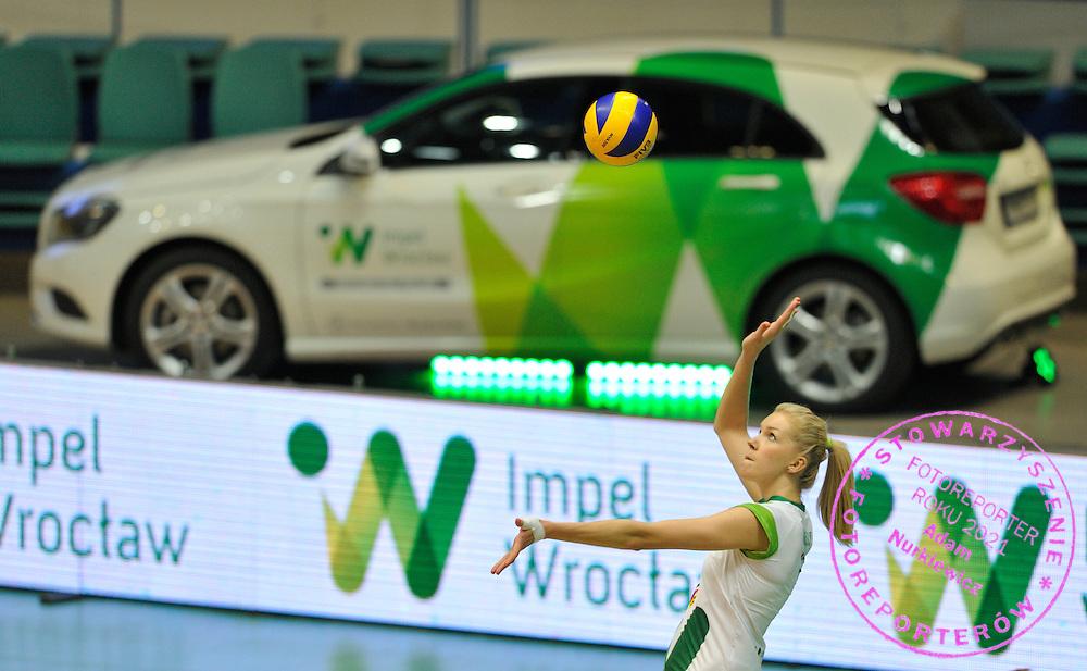 Wroclaw 05/10/2014 Mecz Orlen Ligi Impel Wroclaw v KS Palac Bydgoszcz.<br /> Na zdj. Serwuje Agnieszka Kakolewska /Impel/<br /> Fot. Piotr Hawalej