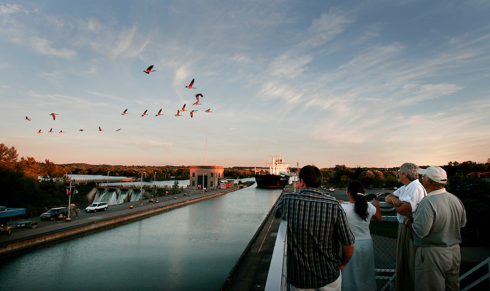 St. Lawrence, nws, lynn, 14.-The Pilica pulls into lock number 3 of the Welland Canal at sunset Friday August 5, 2005.  Spectators stand on the viewing tower to watch and Canadian Geese fly overhead.