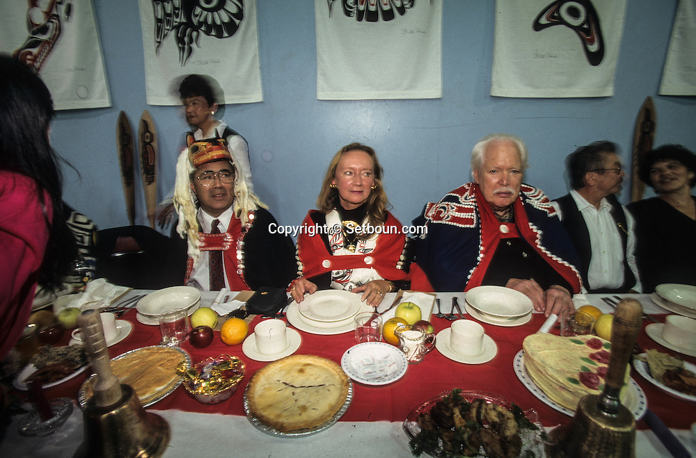 Canada. Queen Charlotte island. Skidegate village.  Healing Potlach -   traditional ceremony   - Haida -  Indians  by  chief Miles Richardson. with Bill Reid    Canada   /  Potlach; cérémonie traditionnelle des indiens Haidas, donnée par le chef Miles Richardson. avec Bill Reid   Skidegate  Canada