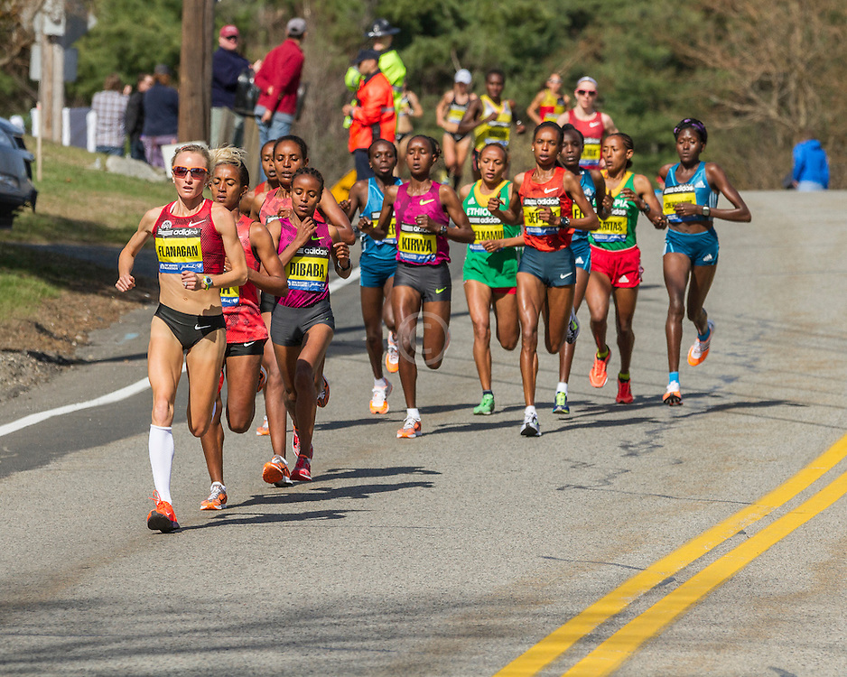 2014 Boston Marathon: Shalane Flanagan leads race early