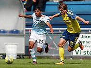 FODBOLD: Gregers Arndal-Lauritzen (Brøndby IF) har fat i Adnan Mohammad (FC Helsingør) under kampen i Reserveligaen mellem FC Helsingør og Brøndby IF den 7. august 2017 på Helsingør Stadion. Foto: Claus Birch