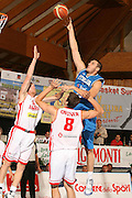 DESCRIZIONE : Bormio Torneo Internazionale Gianatti Italia Austria <br /> GIOCATORE : Andrea Crosariol<br /> SQUADRA : Nazionale Italia Uomini <br /> EVENTO : Bormio Torneo Internazionale Gianatti <br /> GARA : Italia Austria <br /> DATA : 31/07/2007 <br /> CATEGORIA : Tiro<br /> SPORT : Pallacanestro <br /> AUTORE : Agenzia Ciamillo-Castoria/G.Cottini<br /> Galleria : Fip Nazionali 2007<br /> Fotonotizia : Bormio Torneo Internazionale Gianatti Italia Austria<br /> Predefinita :