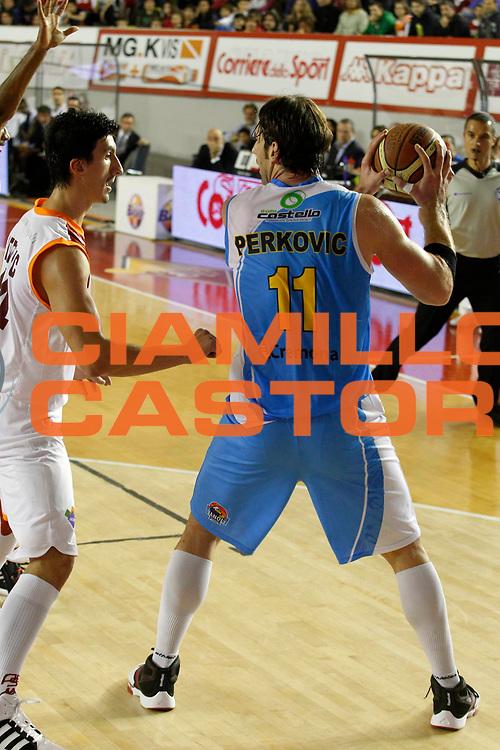 DESCRIZIONE : Roma Lega Basket A 2011-12 Acea Virtus Roma Vanoli Cremona<br /> <br /> GIOCATORE : Jasmon Perkovic<br /> <br /> CATEGORIA : palleggio<br /> <br /> SQUADRA : Vanoli Cremona<br /> <br /> EVENTO : Campionato Lega Basket A 2011-2012<br /> <br /> GARA : Acea Virtus Roma Vanoli Cremona<br /> <br /> DATA : 13/11/2011<br /> <br /> SPORT : Pallacanestro <br /> <br /> AUTORE : Agenzia Ciamillo-Castoria/ A.Ciucci<br /> <br /> Galleria : Lega Basket A 2011-2012 <br /> <br /> Fotonotizia : Lega Basket A 2011-12 Acea Virtus Roma Vanoli Cremona<br /> <br /> Predefinita :