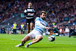 Ramiro Moyano of Argentina scores a try- Mandatory by-line: Robbie Stephenson/JMP - 01/12/2018 - RUGBY - Twickenham Stadium - London, England - Barbarians v Argentina - Killick Cup