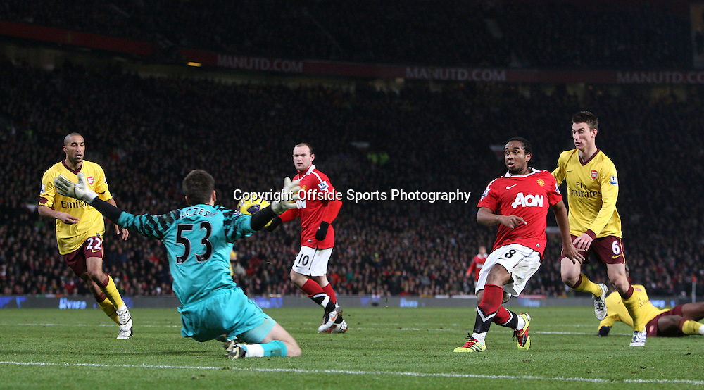13/12/2010 - Barclays Premier League - Manchester United vs. Arsenal - Anderson of Man Utd sees his shot saved by Arsenal goalkeeper Wojciech Szczesny - Photo: Simon Stacpoole / Offside.