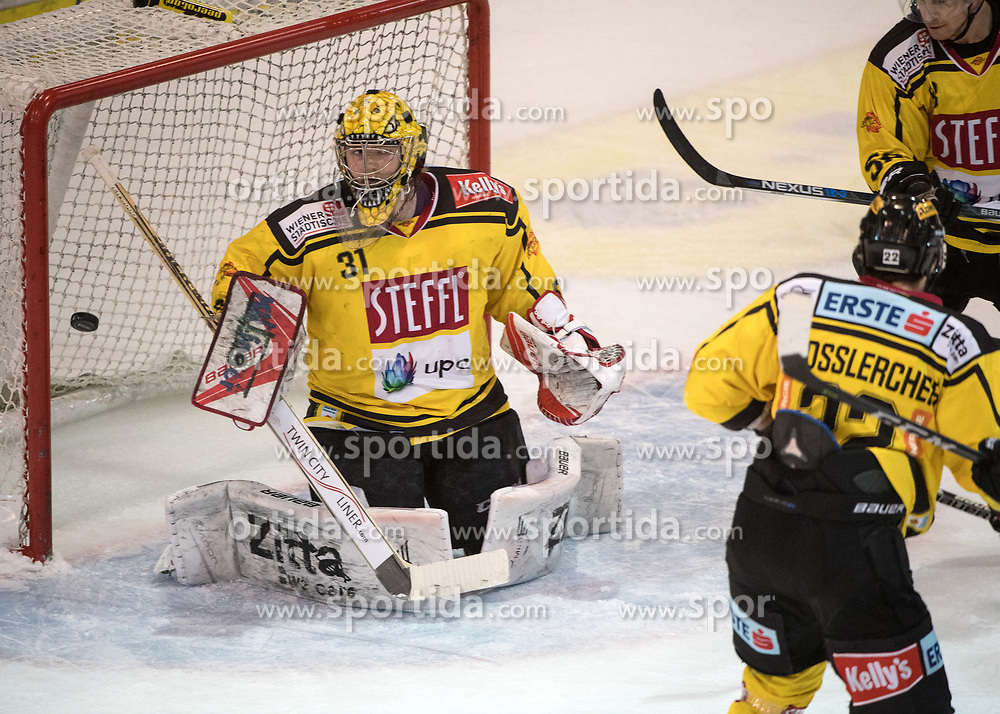 11.02.2018, Keine Sorgen Eisarena, Linz, AUT, EBEL, EHC Liwest Black Wings Linz vs Vienna Capitals, Platzierungsrunde, im Bild Tormann Matthias Tschrepitsch (Vienna Capitals) // during the Erste Bank Icehockey League placement round between EHC Liwest Black Wings Linz and Vienna Capitals at the Keine Sorgen Icearena, Linz, Austria on 2018/02/11. © 2018, PhotoCredit: EXPA/ Reinhard Eisenbauer