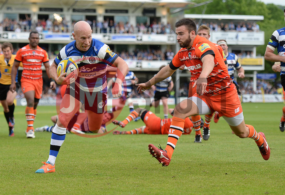 Bath Scrum-Half Peter Stringer breaks free to score a try. - Photo mandatory by-line: Alex James/JMP - Mobile: 07966 386802 - 23/05/2015 - SPORT - Rugby - Bath - Recreation Ground - Bath v Leicester Tigers - Aviva Premiership Rugby semi-final