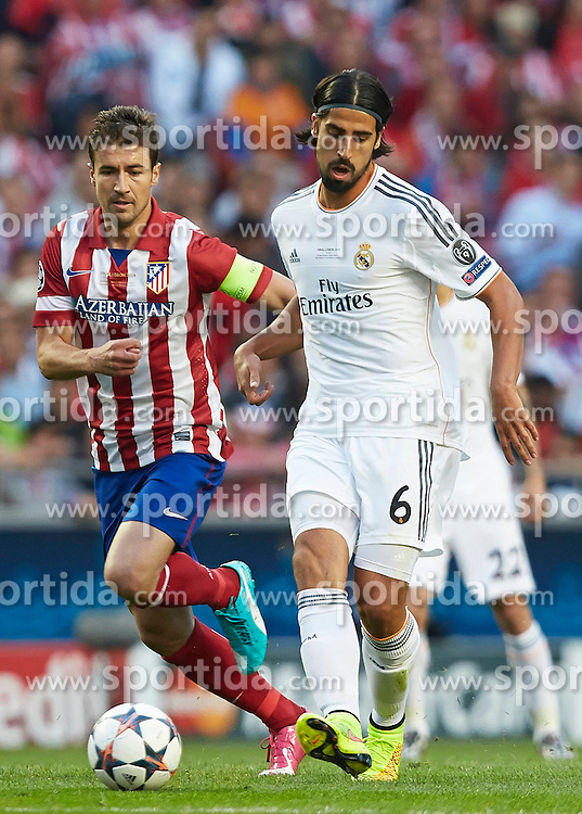 24.05.2014, Estadio da Luz, Lissabon, POR, UEFA CL, Real Madrid vs Atletico Madrid, Finale, im Bild Khedira (R) of Real Madrid CF competes for the ball with Gabi of Atletico de Madrid // Khedira (R) of Real Madrid CF competes for the ball with Gabi of Atletico de Madrid during the UEFA Champions League Final Match between Real Madrid and Atletico Madrid at the Estadio da Luz in Lissabon, Portugal on 2014/05/24. EXPA Pictures &copy; 2014, PhotoCredit: EXPA/ Newspix/ David Aliaga<br /> <br /> *****ATTENTION - for AUT, SLO, CRO, SRB, BIH, MAZ, TUR, SUI, SWE only*****
