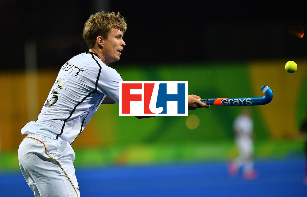 Germany's Linus Butt controls the ball during the men's field hockey Canada vs Germany match of the Rio 2016 Olympics Games at the Olympic Hockey Centre in Rio de Janeiro on August, 6 2016. / AFP / Carl DE SOUZA        (Photo credit should read CARL DE SOUZA/AFP/Getty Images)