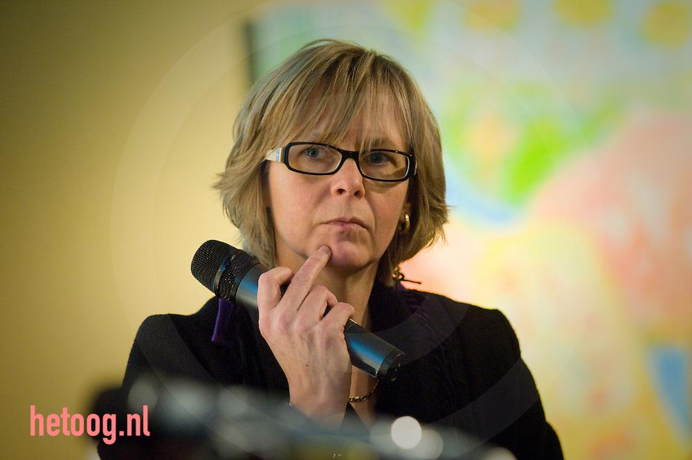 Jet Busschemaker staatsecretaris spreekt in MACberlijn enschede