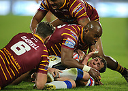 Lee Gaskell and Michael Lawrence of Huddersfield Giants tackle Scott Grix of Wakefield Trinity during the Betfred Super League Super 8's match at the John Smiths Stadium, Huddersfield<br /> Picture by Stephen Gaunt/Focus Images Ltd +447904 833202<br /> 31/08/2018