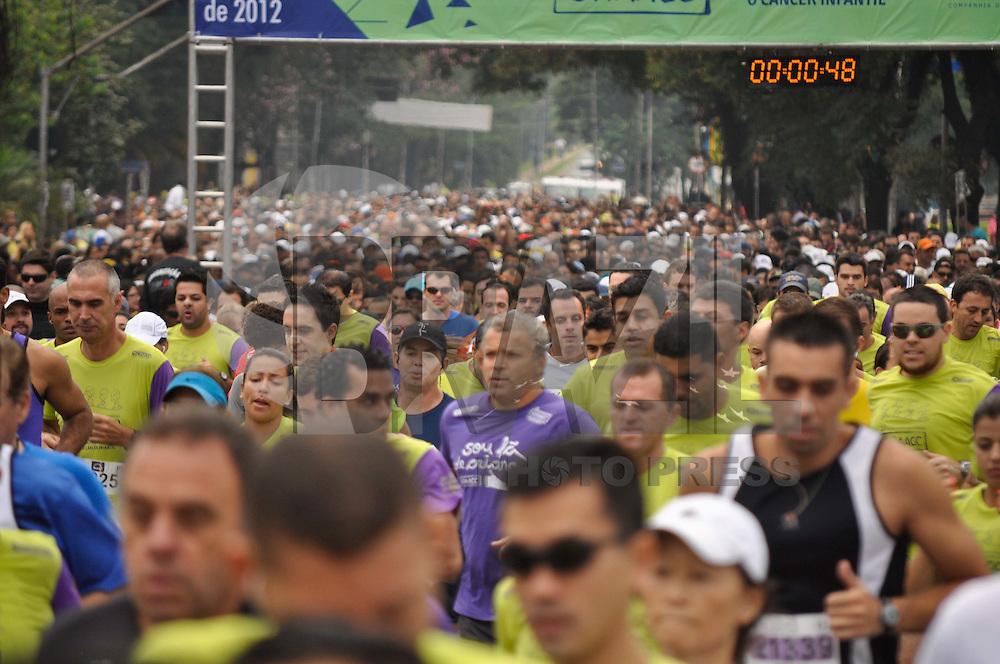 SAO PAULO, SP, 06 DE MAIO DE 2012 - 12ª CORRIDA E CAMINHADA CONTRA O CANCER - Realizada na manhã deste domingo (6) a 12ª corrida e caminhada contra o cancer organizada pelo Graac. A corrida aconteceu na Av. Pedro Alvares Cabral, em frente ao Parque do Ibirapuera em São Paulo.(FOTO: LEVI BIANCO - BRAZIL PHOTO PRESS)