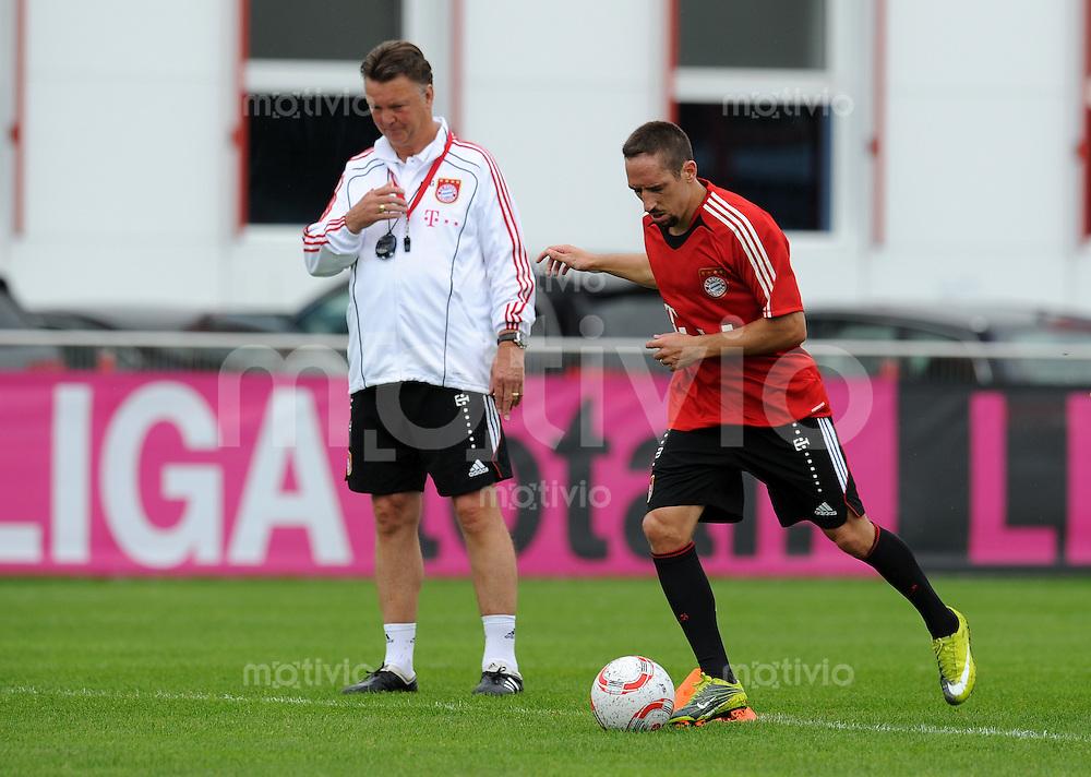 Fussball 1. Bundesliga:  Saison   2010/2011    Training beim FC Bayern Muenchen 02.08.2010 Trainer Louis van Gaal, Franck Ribery  (v. li., FCB)