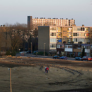 "Nederland Utrecht 31 januari 2009 20090131 Foto: David Rozing ..Serie vogelaarwijk Kanaleneiland .Reportage documentary on deprived area / projects "" Kanaleneiland "" This area is on a list with projects which need help of the government because of degradation in the area etc..Jongeren lopen over braakliggend terrein op Kanaleneiland zuid.Boys passing empty derelict area..project, suburb, suburbian, problem. Neighboorhood, neighboorhoods, district, city, problems, daily lifeFoto: David Rozing"