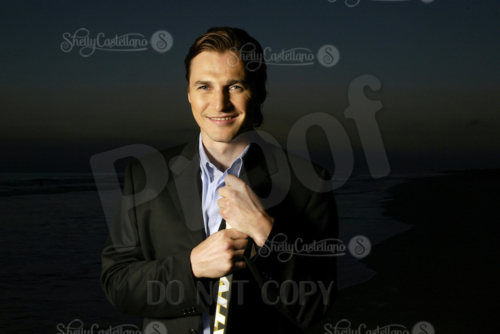 19 August 2003: NHL ice hockey player Sergei Fedorov (RUS) makes a trip to Newport Beach, CA. Portraits of him posing on the beach at sunset in Southern California before becoming a key player for the Anaheim Mighty Ducks.