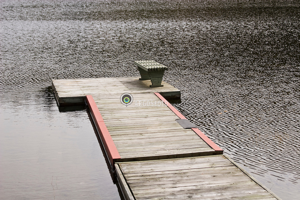 A pier on Lake in Ste-Agathe , QC, Canada. / Um pier em lago em  Santa Agatha , QC, Canada.