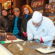 NLD/Hilversum/20121213 - Cast musical BonBon fabriek bezoekt chocolaterie Leonidas, Johnny Kraaijkamp, Jon van Eerd, Karel Simons en Anouk van Nes