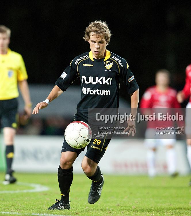 Juuso Simpanen. Honka - FC Lahti. Veikkausliiga. Espoo 4.10.2010. Photo: Jussi Eskola