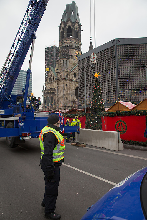 Berlin, Germany - 22.12.2016<br /> <br /> After a memorial service in the Gedaechniskirche on the Breitscheidplatz, the Christmas market will be reopened on the third day after the terrorist attack under sharp security precautions. On the 19th of december a truck drove into the Berlin Breitscheidplatz Christmas market on. Twelve people died and 49 people were injured. The so called terror group &rdquo;Islamic State&rdquo; claim responsibility for the attack.<br /> <br /> Nach einer Gedenk-Andacht in der Gedaechniskirche auf dem Breitscheidplatz wird der Weihnachtsmarkt am 3. Tag nach dem Terroranschlag unter scharfen Sicherheitsvorkehrungen wiedereroeffnet. Am 19. Dezember fuhr ein LKW in den Breitscheidplatz Weihnachtsmarkt - 12 Menschen starben und 49 wurden verletzt. Die sogenannte Terrorgruppe &rdquo;Islamischer Staat&rdquo; bekannte sich inzwischen zu dem Anschlag.<br /> <br /> <br /> <br /> Photo: Bjoern Kietzmann
