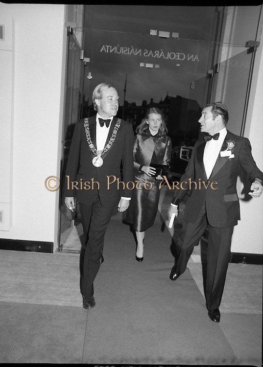 State Opening Of The National Concert Hall. (N92)..1981..09.09.1981..9th September 1981..The President ,Dr Patrick Hillery, officially opened the new National Concert Hall,Earlsfort Terrace, Dublin. The state opening was followed by the premier concert performed by the Radio Telefís Eireann Symphony Orchestra with a large cast of soloists, choirs and the RTESO leader Audrey Park and conducted by RTE's Principal conductor Colman Pearce...Image shows the Lord Mayor, Alexis Fitzgerald, arriving at the state opening of the National Concert Hall.