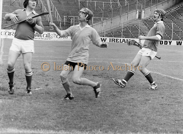 Three players wait for the slitor to drop during the All-Ireland Senior B Hurling Championship Antrim v London at Croke Park on the 25th of June 1978. Antrim 1-16 London 3-7.