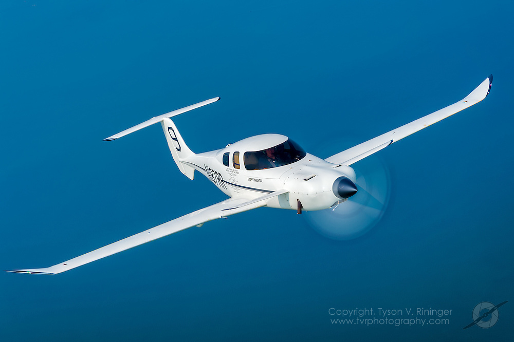 MoVenture Mojave to Airventure non-stop flight<br /> Rutan M81 Catbird N187RR owned by Burt Rutan and flown by Zach Reeder