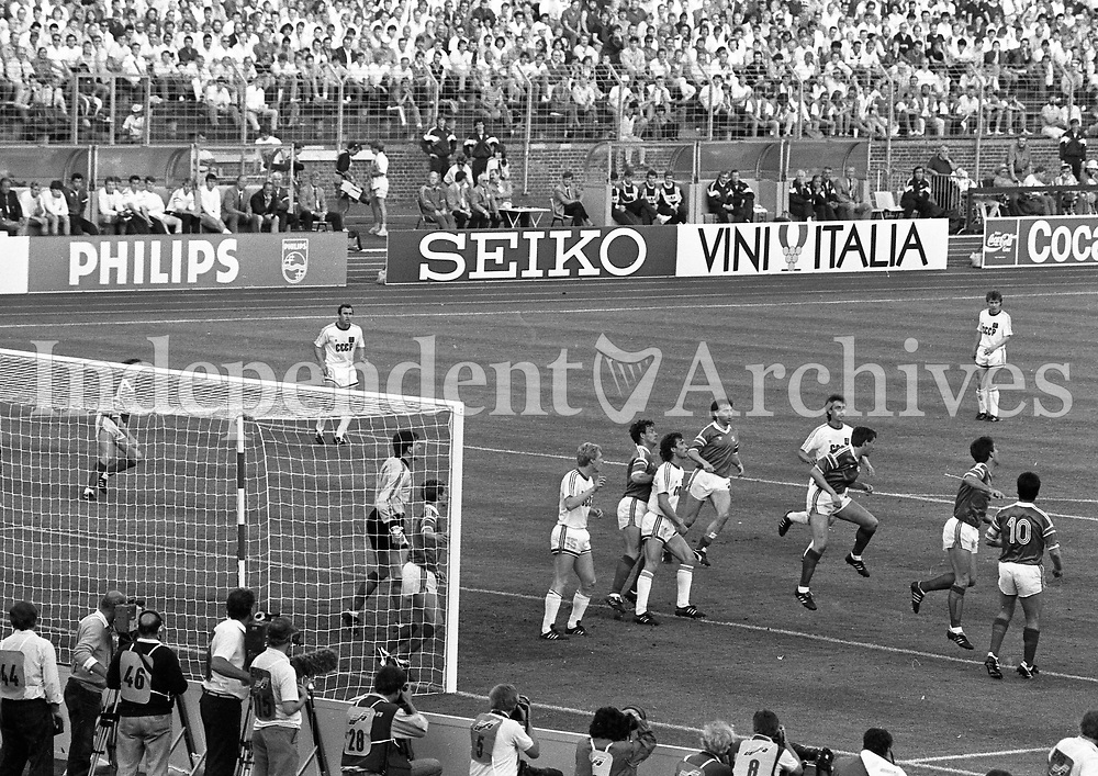 88 Action from the Ireland v Soviet Union game in the 1988 European Finals, played in Hanover. Pic Jim O'Kelly (Staff) 15th June 1988 (Part of the Independent Newspapers Ireland/NLI Collection)<br /> Scanned from the NPA archives. (Part of the Independent Newspapers Ireland/NLI Collection)